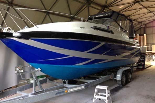 Bild: Fertiges Boot nach der Folierung